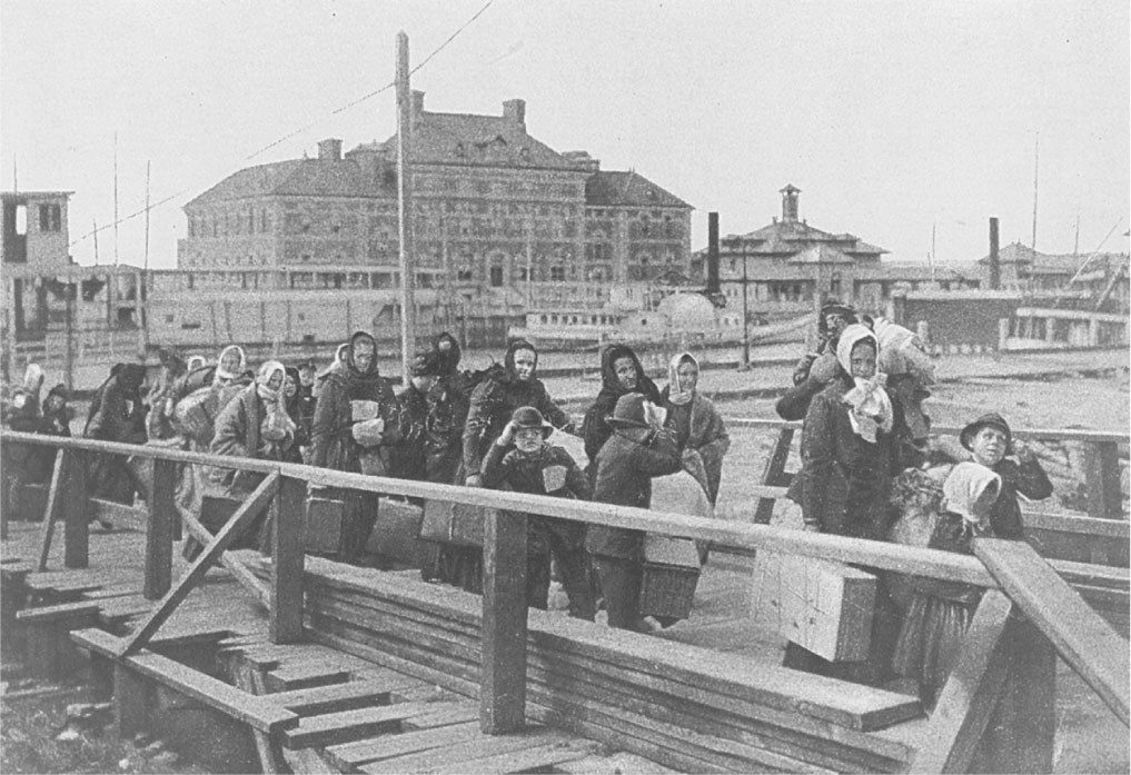 immigration to america in late 1800 s In the late 1800s, thousands of chinese immigrants arrived in the united states attracted by opportunities related to the california gold rush, the construction of the transcontinental railroad and.