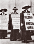 Suffragettes, 1913 (b/w photo)